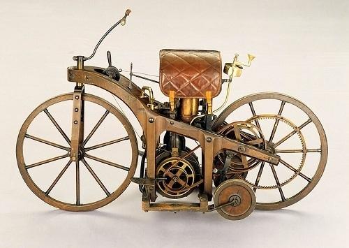 Первый мотоцикл Даймлера